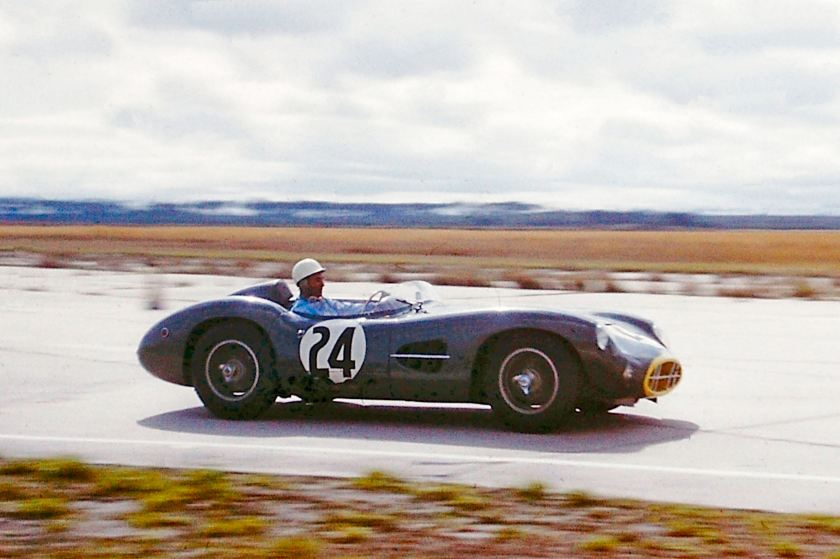 Stirling_Moss_on_track
